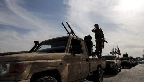 Tyrkiskstøttede militssoldater strømmer nå over grensa til Syria for å ta kontroll over landsbyer og byer som har vært kontrollert av kurdisk milits. Foto: AP / NTB scanpix