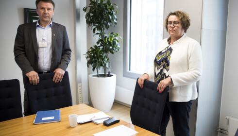 Landbruk – og matminister Olaug Bollestad (KrF) og leder Lars Petter Bartnes er enige om en avtale for å redusere melkeproduksjonen med 7 prosent i løpet av neste år. Foto: Terje Pedersen / NTB scanpix