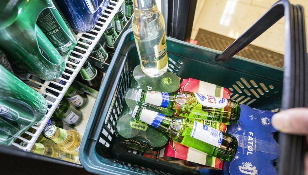Leder og nestleder i Stortingets helse- og omsorgskomité vil at Helsedirektoratet skal granske bonusordninger på kjøp av øl. Foto: Gorm Kallestad / NTB scanpix.