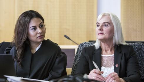 Nestleder i SIAN, Fanny Bråten, i retten mandag. Advokat Sidra Bhatti er forsvarer for Bråten. Foto: Ole Berg-Rusten / NTB scanpix