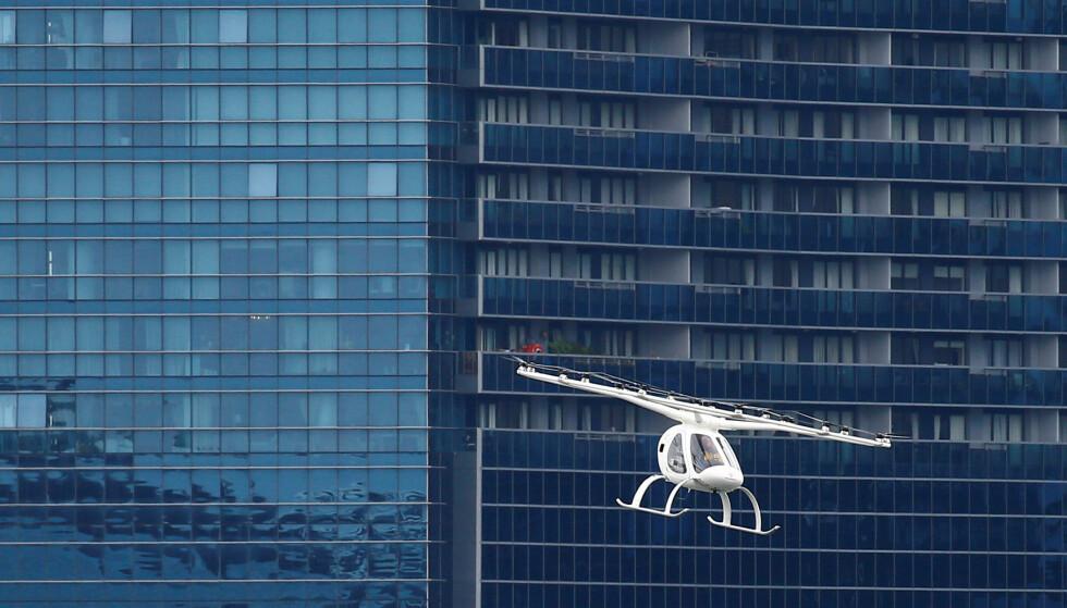Det såkalte Volocopteret under en demonstrasjon i Singapore. Foto: NTB scanpix / Reuters