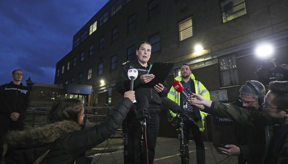 Pippa Mills i Essex-politiet opplyser at det er gjort nok en pågripelse etter funnet av en kjølevogn med 39 døde personer i Grays i Storbritannia. Foto: Jason Roberts / AP / NTB scanpix