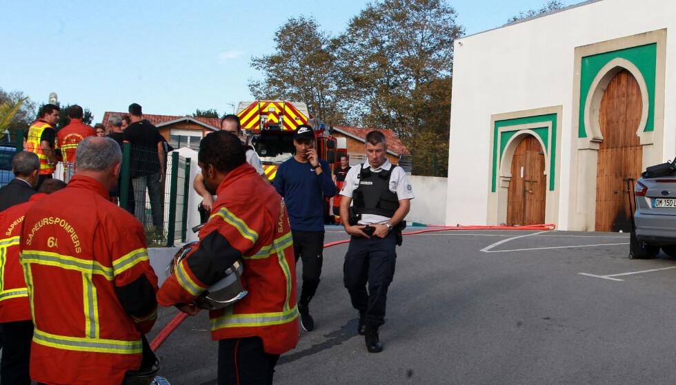 To menn i 70-årene ble skutt og alvorlig såret da de overrasket en 84 år gammel høyreekstremist som forsøkte å sette fyr på døra til en moské i Bayonne sør i Frankrike. Foto: AP / NTB scanpix