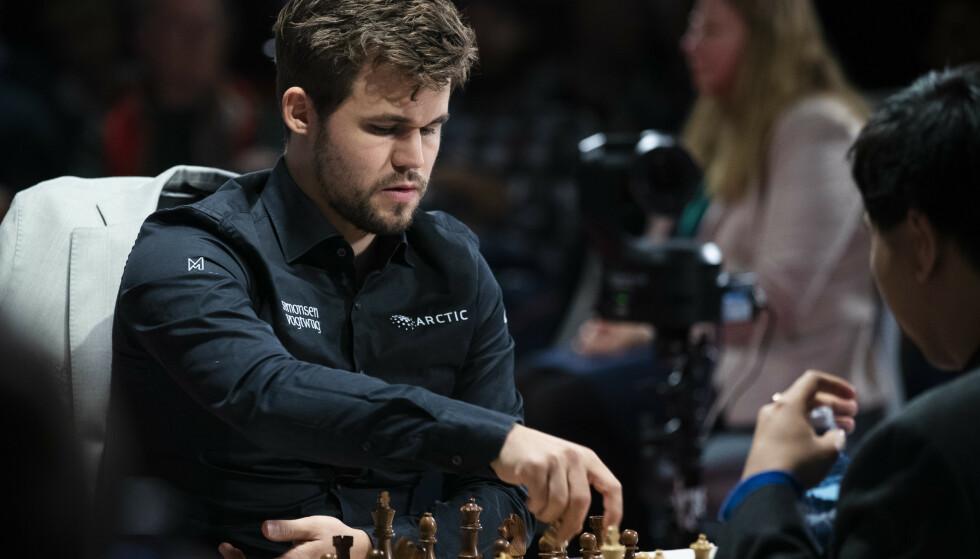 Magnus Carlsen forsvarer VM-tittelen sin i enten Argentina eller De forente arabiske emirater i november neste år. Foto: Berit Roald / NTB scanpix