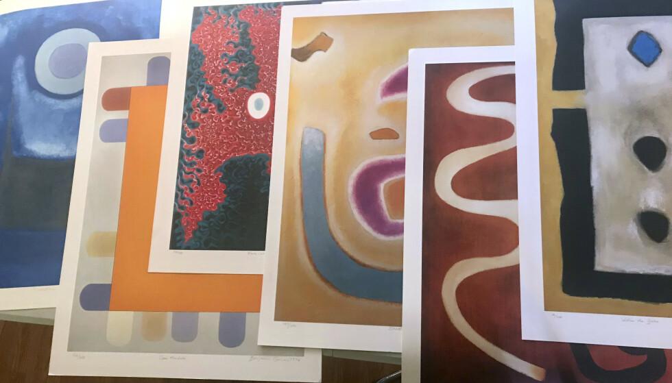 Noen av arbeidene til Benjamin Creme som ble funnet av politiet i Los Angeles tirsdag. Verdiene av den abstrakte kunsten fra den skotske ekspresjonisten er anslagsvis 7,3 millioner kroner. Foto: Michael Flaum / AP / NTB scanpix