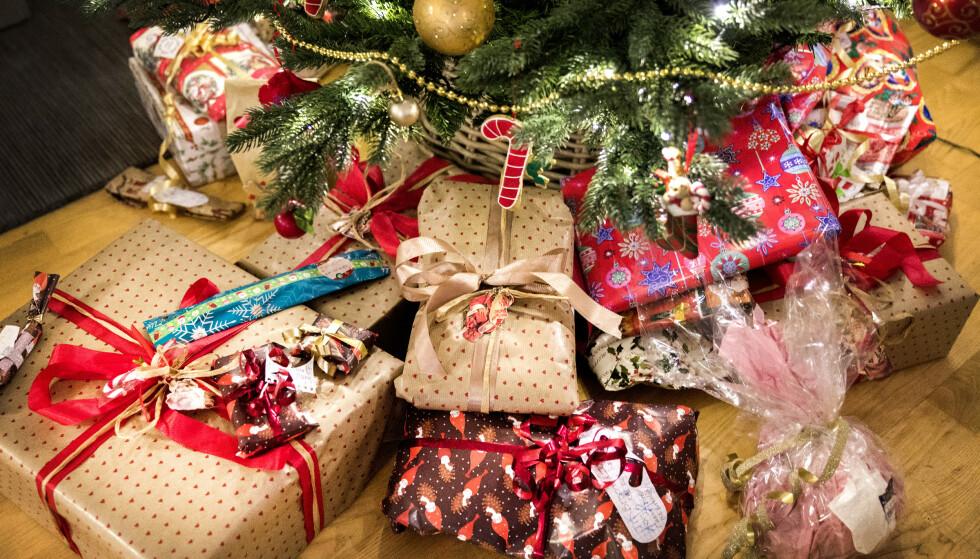 Nordmenn bruker mer på julegaver i år enn i fjor, og besteforeldrene bruker desidert mest. Foto: Gorm Kallestad / NTB scanpix