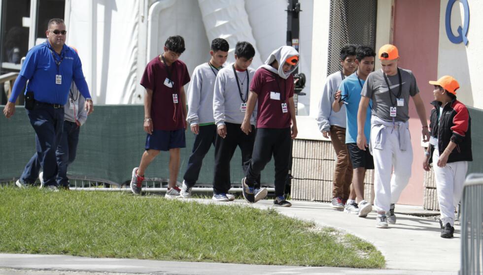 Nærmere 70.000 barn har i år blitt skilt fra foreldre som ankommer USA for å søke asyl. Mange av dem får ifølge eksperter skader for livet under opphold i mottak og fosterfamilier mens foreldrenes søknader behandles. Foto: AP / NTB scanpix