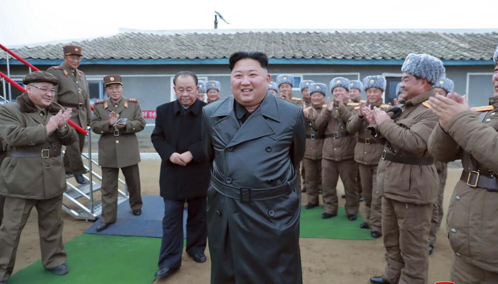 Nord-Korea advarer Japan om at øynasjonen i nær framtid kan komme til å se en «ekte ballistisk oppskyting». Her er Nord-Koreas leder Kim Jong-un under oppskytingen torsdag. Foto: Korean Central News Agency / Korea News Service via AP / NTB scanpix