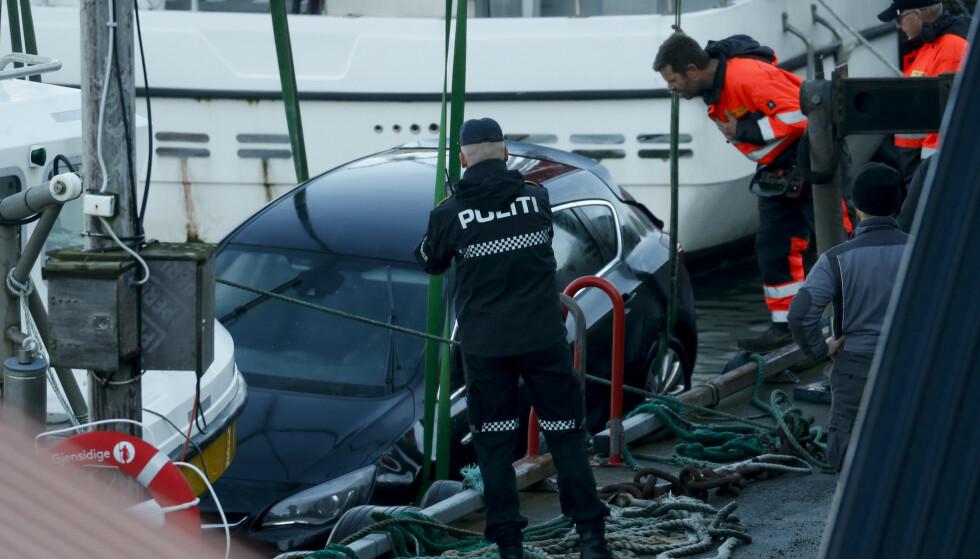 Viking hevet den drepte mannens bil onsdag formiddag. Foto: Jan Kåre Ness / NTB scanpix.