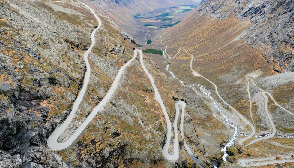 Trollstigen i Rauma kommune i Møre og Romsdal. Ny forskning viser at det er færre ulykker på veier med mange krappe svinger. Foto: Fredrik Hagen / NTB scanpix
