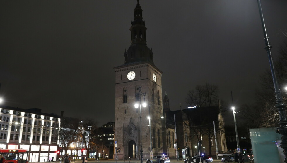 Domkirken i Oslo fredag kveld. Bisettelsen til Ari Behn skal holdes i domkirken 3. januar klokka 13. Foto: Terje Bendiksby / NTB scanpix.