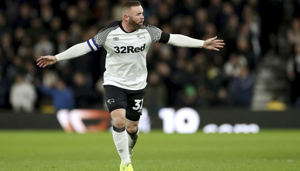 Wayne Rooney returnerte i engelsk fotball med målgivende pasning da Derby slo Barnsley med 2-1 torsdag. Foto: Bradley Collyer / PA via AP / NTB scanpix