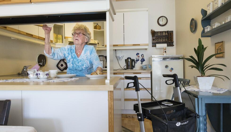 Nesten halvparten av kundene i Nordea Liv opplever at arbeidsgiveren bare setter av et minimumsbeløp til pensjonen deres. Lavlønnsyrker er overrepresentert. Illustrasjonsfoto: Gorm Kallestad / NTB scanpix