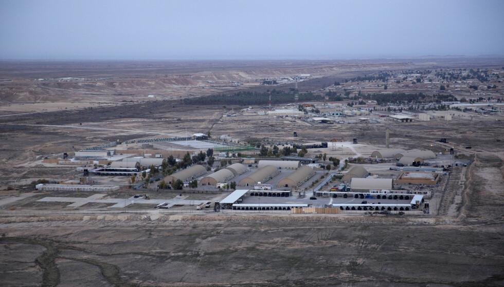 Det iranske missilangrepet mot Ain al-Asad-basen i Irak, der norske styrker oppholder seg, rammet ikke tilfeldig, men var rettet mot den amerikanske delen av leiren, sier statsminister Erna Solberg (H). Foto: AP / NTB scanpix