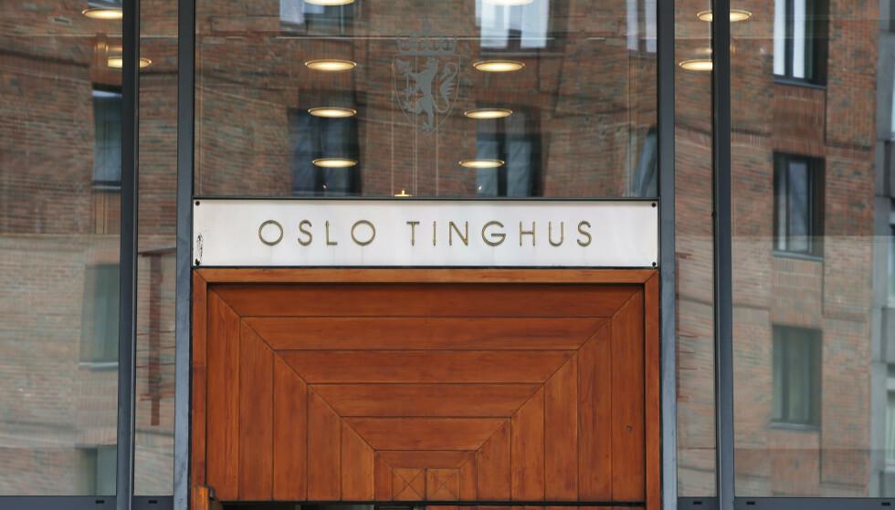 18-åringen som er tiltalt for overfallsvoldtekten, erkjenner ikke straffskyld. Oslo tingrett har satt av ti dager til behandlingen av saken mot mannen. Foto: Lise Åserud / NTB scanpix.