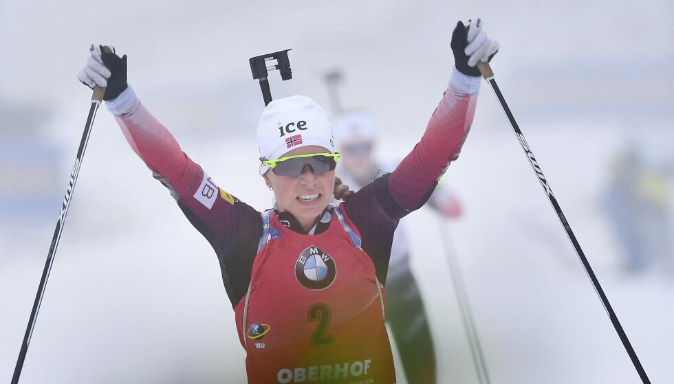 Tiril Eckhoff tok sesongens femte verdenscupseier på sprinten i Ruhpolding. Foto: Martin Schutt / DPA via AP / NTB scanpix