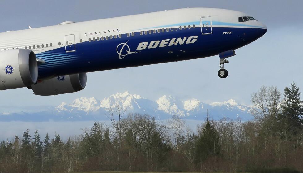 Boeing gjennomførte lørdag det som omtales som en vellykket første test av selskapets nye langdistansefly 777X. Foto: Ted S. Warren / AP / NTB scanpix