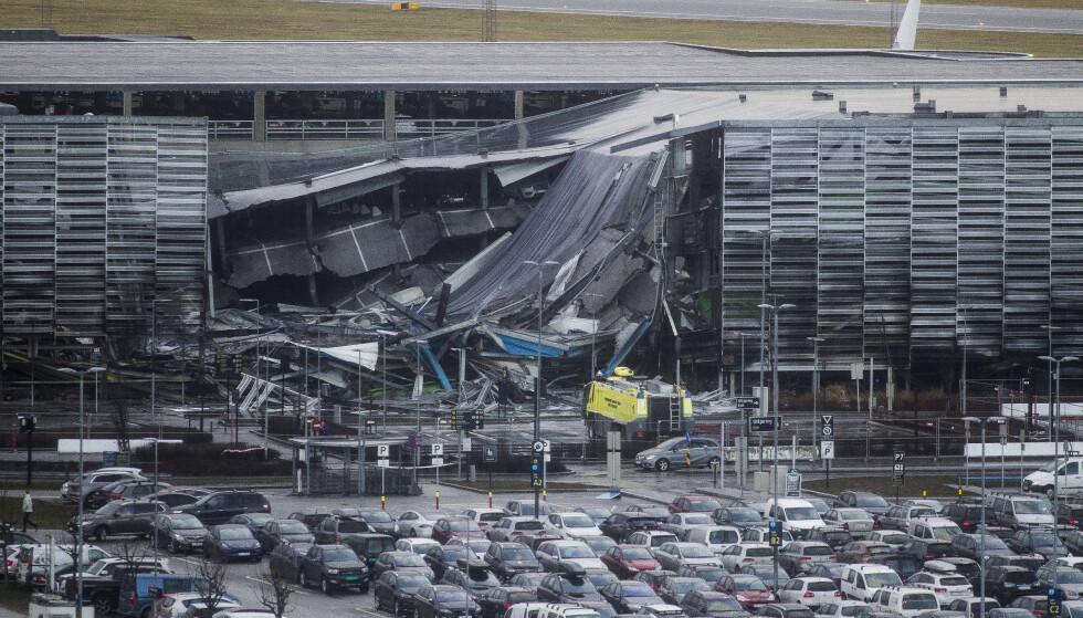 Deler av parkeringshuset på Stavanger lufthavn Sola raste sammen i forbindelse med brannen 7. januar. Foto: Carina Johansen / NTB scanpix