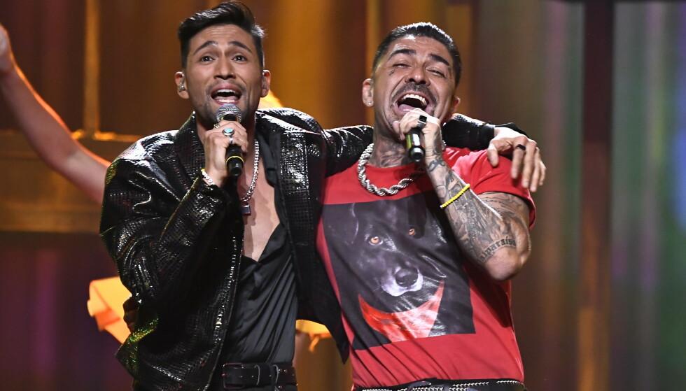 Den svenske artisten Mendez og Alvaro Estrella fremfører sitt bidrag Vamos Amigos under den svenske Melodifestivalen lørdag. Foto Claudio Bresciani / TT