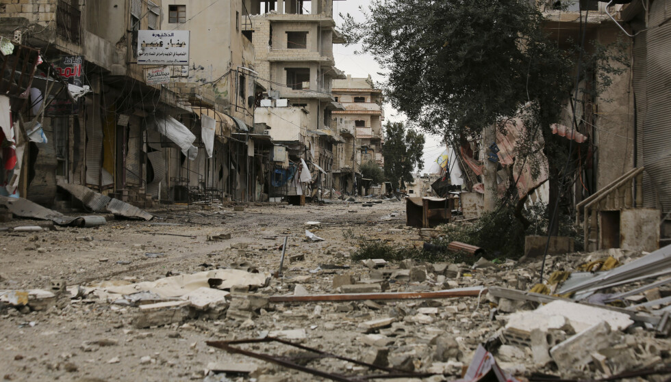 En gate som nylig ble rammet av bombeangrep i byen Sarmin i Idlib-provinsen. Foto: Ghaith Alsayed / AP / NTB scanpix