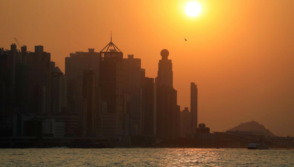 Innbyggerne i Hongkong kan glede seg over en ekstra pengegave fra myndighetene for å få opp forbruket i kjølvannet av coronaviruset og opptøyene som preget byen i fjor. Foto: Ammar Awad / Reuters / NTB Scanpix