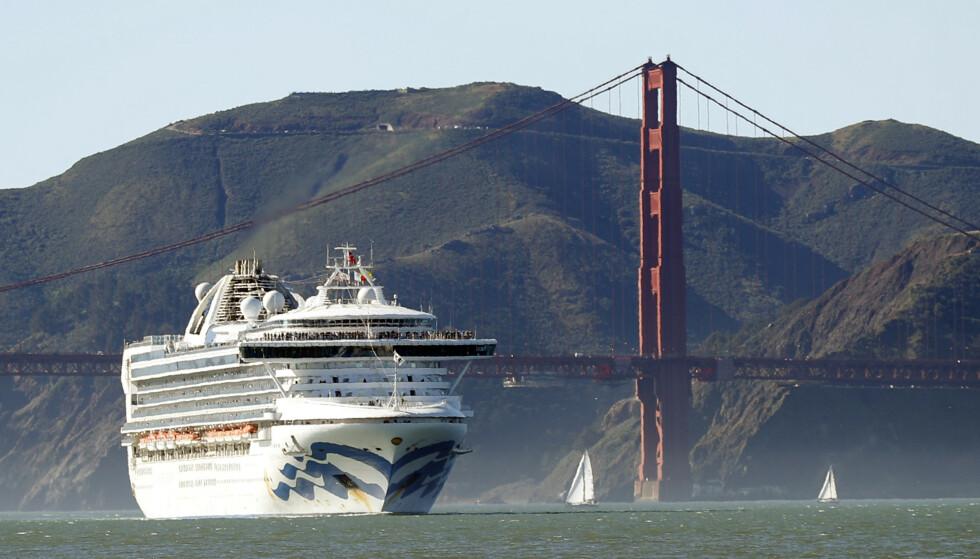 Cruiseskipet Grand Princess var torsdag utenfor kysten av California, og det får ikke legge til kai i San Francisco. Elleve passasjerer og ti blant mannskapet er «muligens» smittet, ifølge Californias guvernør. Bildet viser skipet i februar. Foto: AP/ NTB scanpix