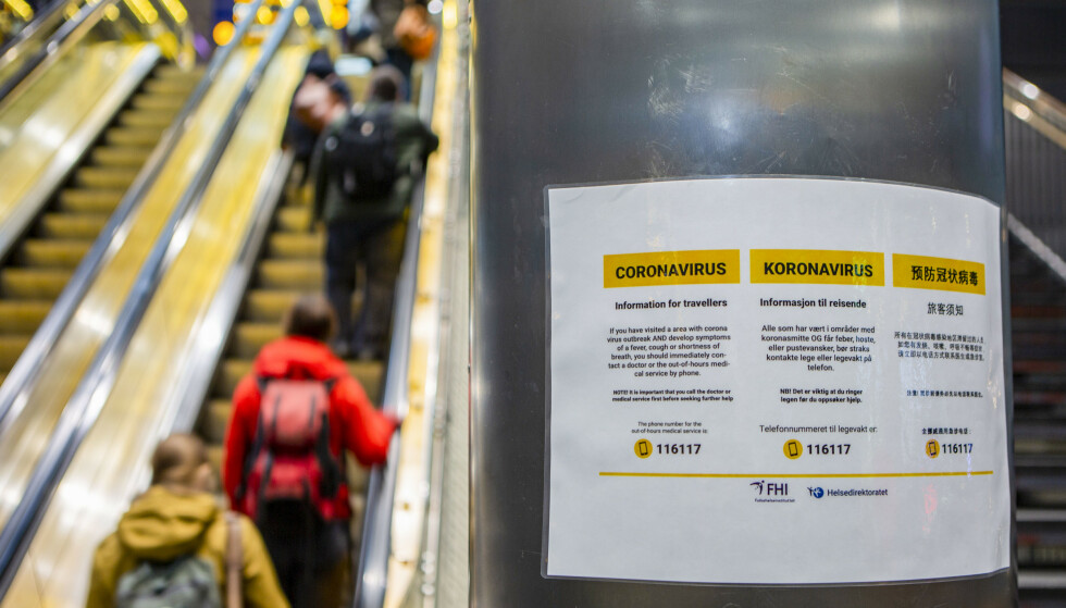 Oppslag på Oslo S med informasjon om koronavirus. Foto: Paul Kleiven / NTB scanpix