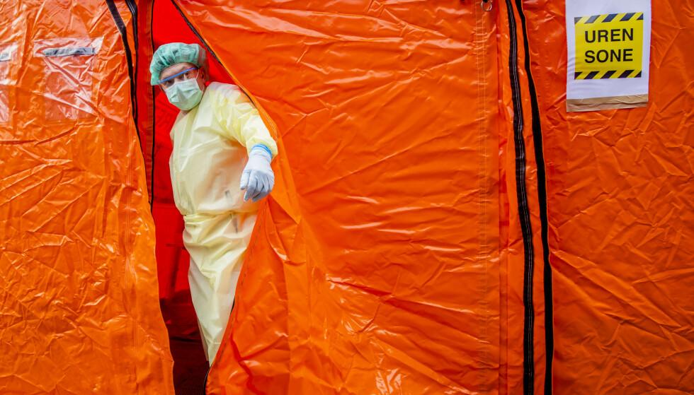 Norske helsemyndigheter anslo for tre uker siden at antall smittede av koronaviruset ville være under 100 personer. Der bommet de kraftig. Illustrasjonsfoto: Stian Lysberg Solum / NTB scanpix