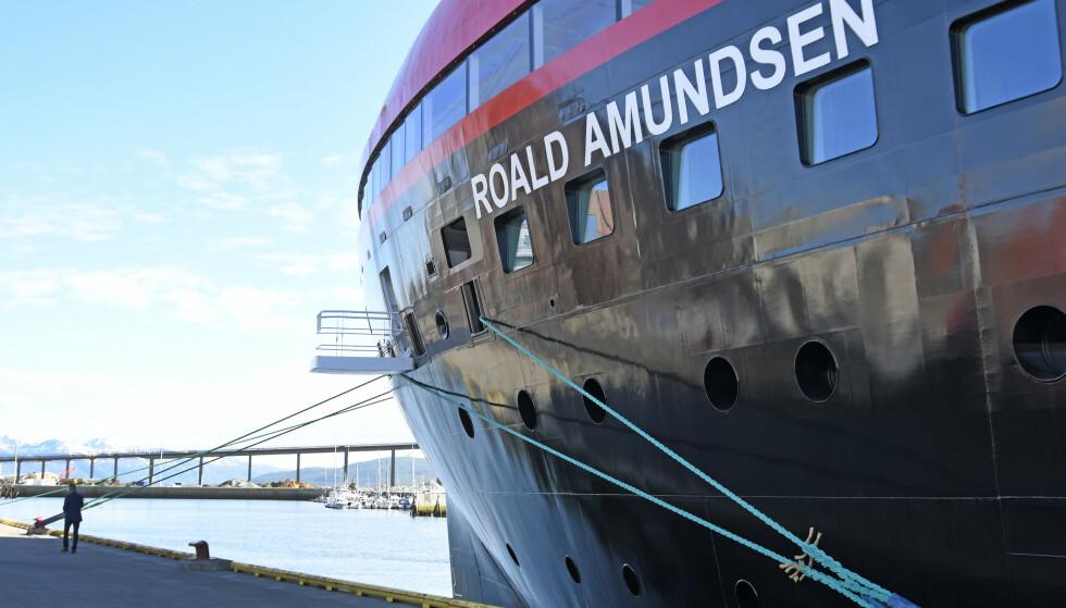 Hurtigrutens ekspedisjonsskip MS Roald Amundsen ble nekter anløp i Chile og er nå på vei til Falklandsøyene. Her ved kai i Tromsø i juli i fjor. Foto: Rune Stoltz Bertinussen / NTB scanpix