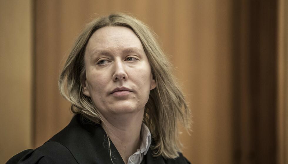 Forsvarer Elisabeth Myhre under rettssaken mot en mann i 40-årene med bakgrunn fra kultur og medier. Han er tiltalt for ni voldtekter og for seksuell omgang med en person under 16 år. Foto: Ole Berg-Rusten / NTB scanpix