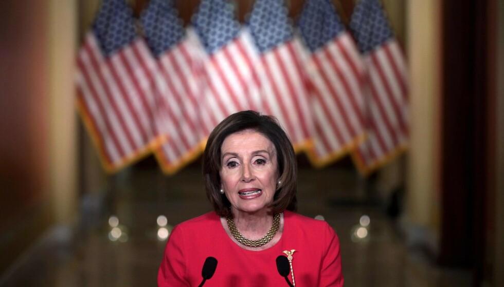 Demokraten Nancy Pelosi er blant dem som tror at Senatet vil få vedtatt en historisk krisepakke for amerikansk næringsliv tirsdag. Foto: Alex Wong /POOL/AFP/NTB Scanpix