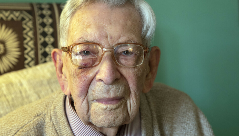 Her er Bob Weighton avbildet i forbindelse med 111-årsdagen. (Foto: Pa Photos/NTB scanpix)