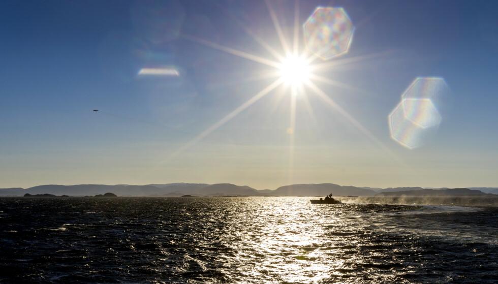 Er det klar himmel, bør man bruke solkrem denne påsken. Over deler av landet har vi fått et uvanlig stort ozonhull. Forskerne kaster seg nå over det nye fenomenet. Foto: Gorm Kallestad / NTB scanpix