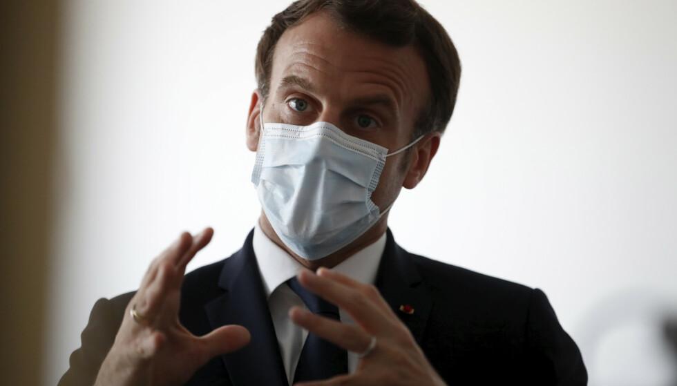 Frankrikes president Emmanuel Macron fotografert under et besøk på en klinikk i Pantin i nærheten av Paris forrige uke. Foto: AP / NTB scanpix
