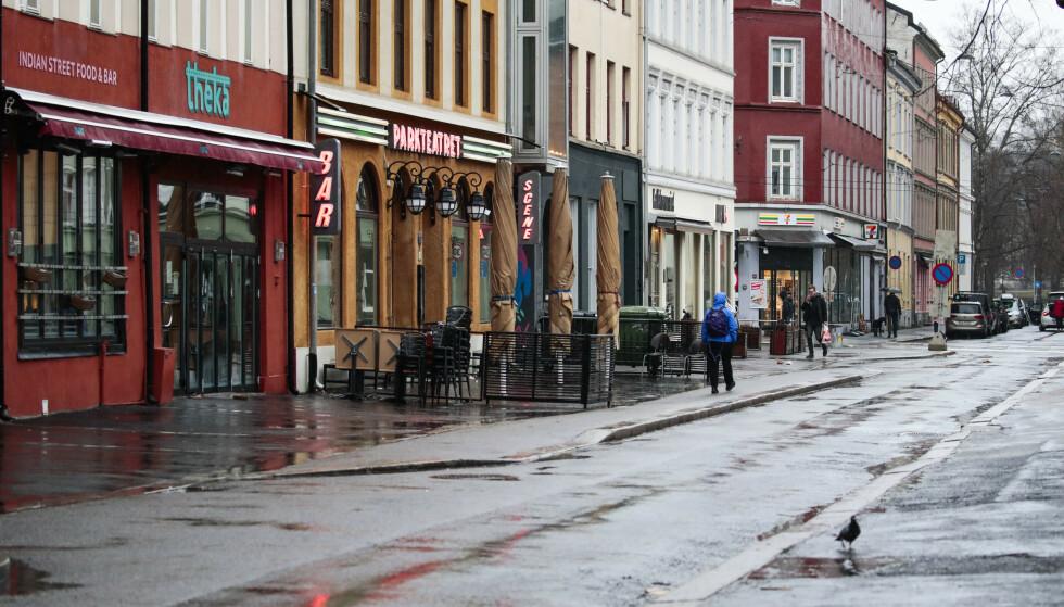 Få mennesker lot seg friste ut i regnværet påskeaften på Grünerløkka. Foto: Lise Åserud / NTB scanpix