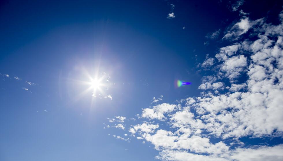 Sola vil skinne mye i Sør-Norge de nærmeste dagene, faktisk helt til midten av neste uke. I Nord-Norge blir det for det meste snø og skyet. Illustrasjonsfoto: Vegard Wivestad Grøtt / NTB scanpix