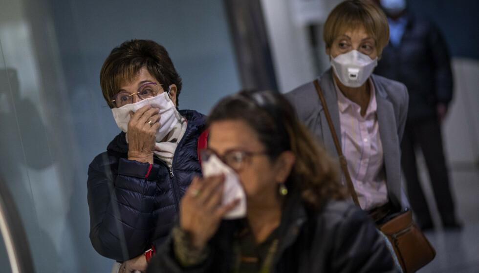 En betydelig andel av dem som er smittet av koronaviruset, er helt symptomfrie og uvitende om dette, viser undersøkelser. Foto: AP / NTB scanpix
