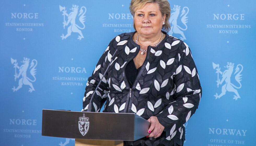 Statsminister Erna Solberg (H) legger frem regjeringens forslag til ny etterretningstjenestelov på en pressekonferanse på statsministerens kontor i Oslo tirsdag. Foto: Thomas Brun / NTB scanpix