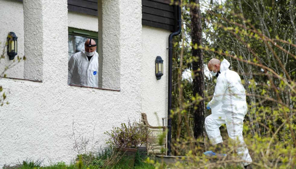 Politiet undersøker på nytt boligen til ekteparet Hagen i Sloraveien 4 på Lørenskog, etter at Tom Hagen ble pågrepet i en politiaksjon i Lørenskog. Hans kone har vært savnet i halvannet år. Foto: Heiko Junge / NTB scanpix