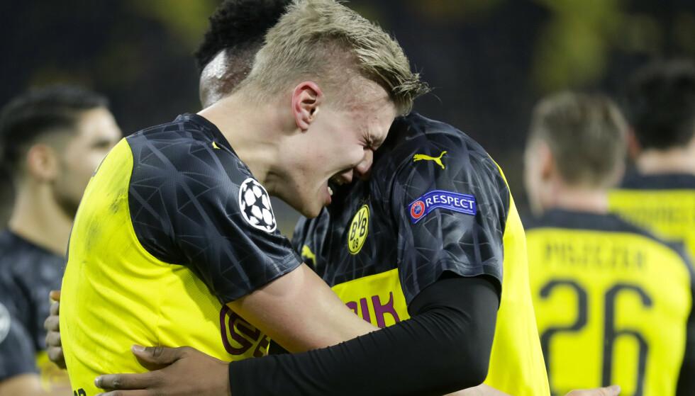Det blir ikke mer klemming mellom Erling Braut Haaland og Dortmund-kollega Dan-Axel Zagadou med det første. Foto: Michael Probst / AP / NTB scanpix