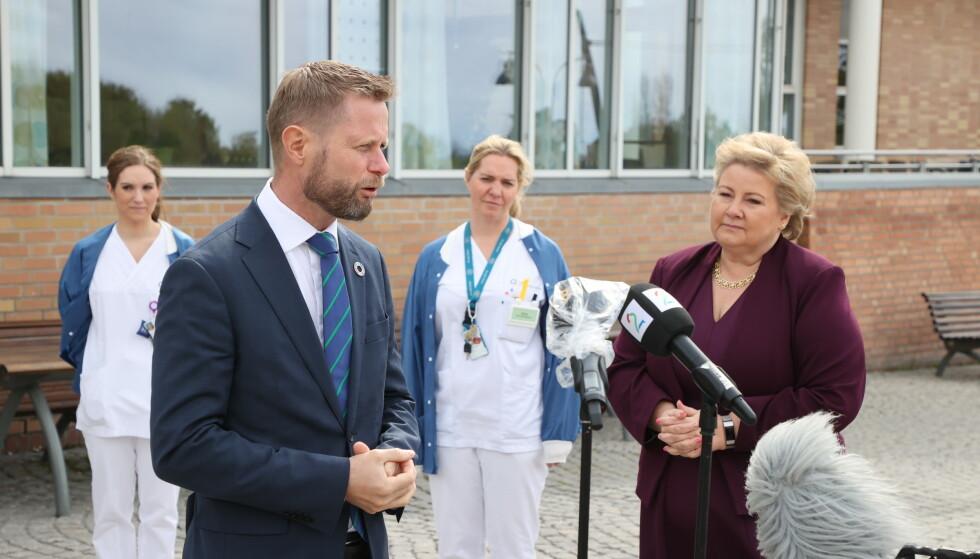 Statsminister Erna Solberg og helse- og omsorgsminister Bent Høie presenterte de økte bevilgningene til sykehusene i revidert nasjonalbudsjett ved Rikshospitalet i Oslo tirsdag. Foto: Ørn E. Borgen / NTB scanpix