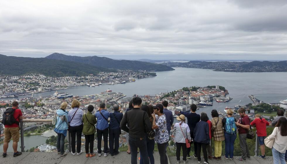 En 19 år gammel kvinne er varetektsfengslet etter at hun ifølge politiet truet med å knivstikke tilfeldige mennesker på fjelltoppen Fløyen i Bergen. Foto: Marianne Løvland / NTB scanpix