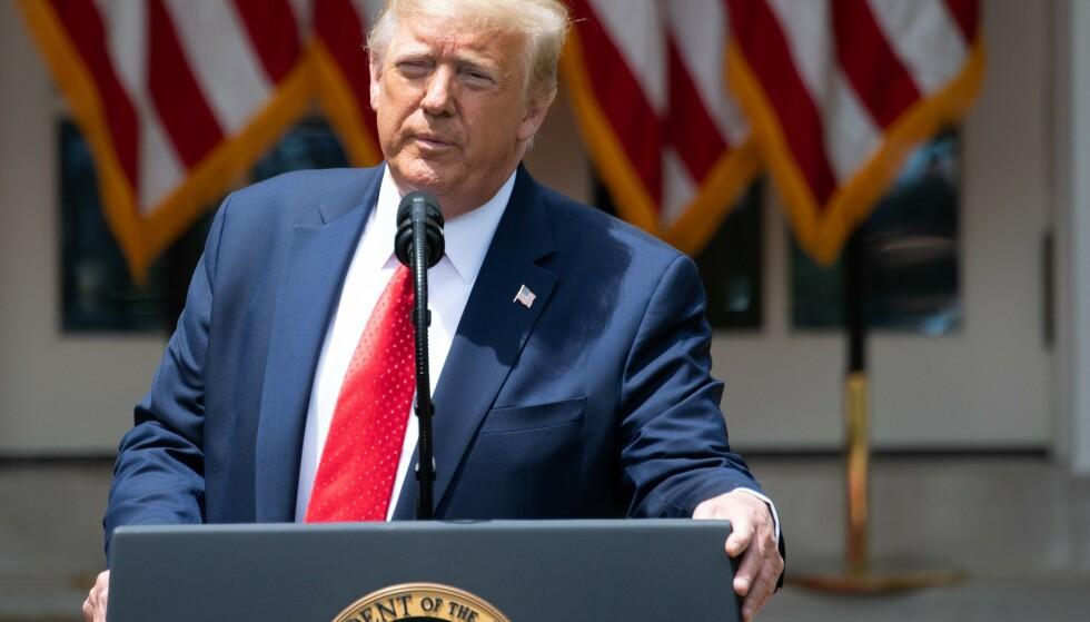 President Donald Trump under en seremoni der han signerer en ordre som skal føre til endringer i politiet. Foto: Evan Vucci / AP / NTB scanpix