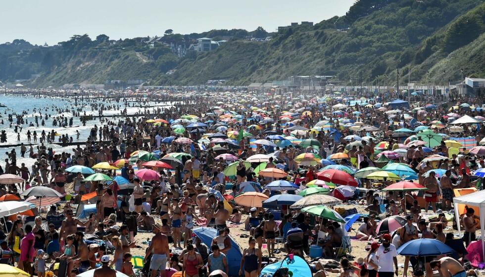 Slik så det ut på stranda i Bournemouth i går. (Foto: Glyn Kirk / AFP/NTB Scanpix)