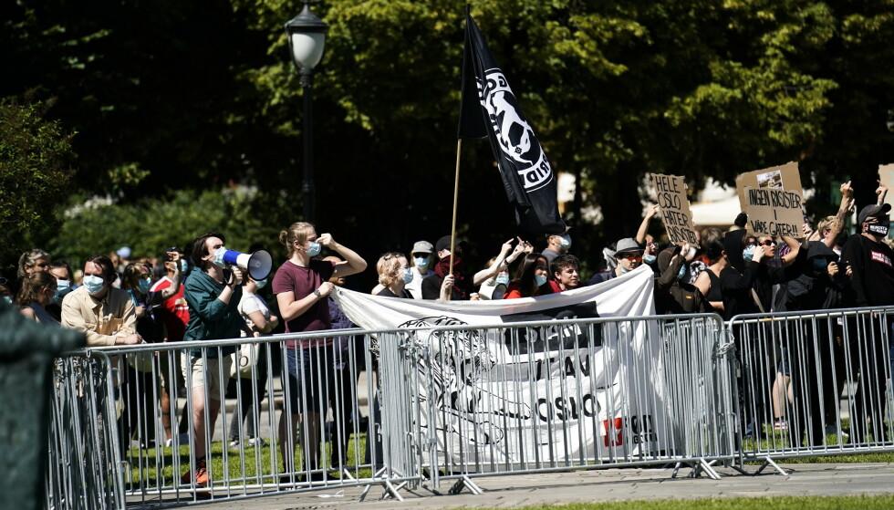 Demonstrasjon fra Sian og motdemonstrasjon på Eidsvolls plass. Foto: Fredrik Hagen / NTB scanpix