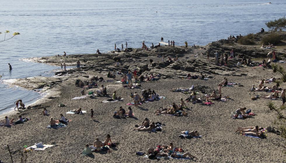 Badegjester på stranda på Huk i Oslo under noen varme dager i april i år. Foto: Erik Johansen / NTB scanpix.