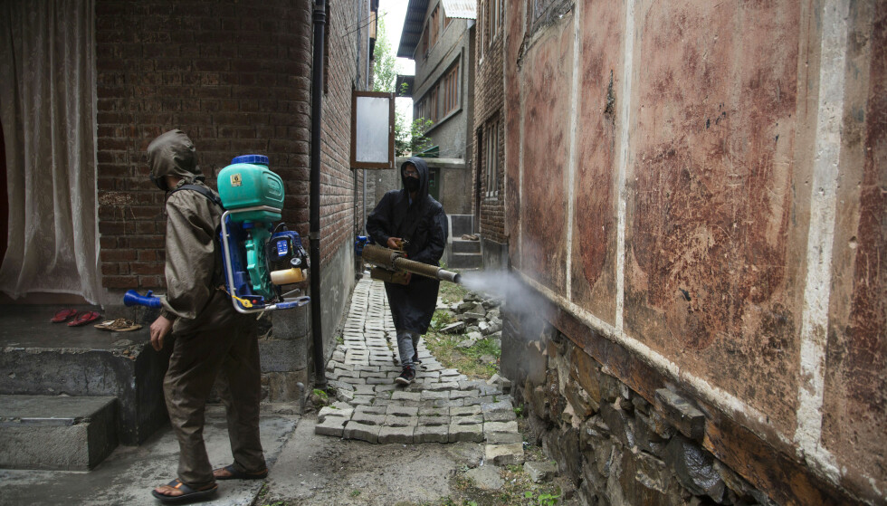 Flere indiske delstater har innført strenge tiltak etter ny oppblomstring av covid-19. Her fra Kashmir. Foto: AP / NTB scanpix