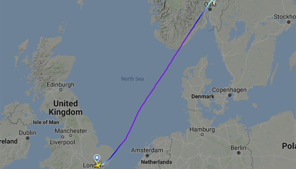 Skjermbilde av ruten til Ryanair-flyet som mottok bombetrussel på vei fra Stansted til Gardermoen. Foto: Flightradar24 / NTB scanpix