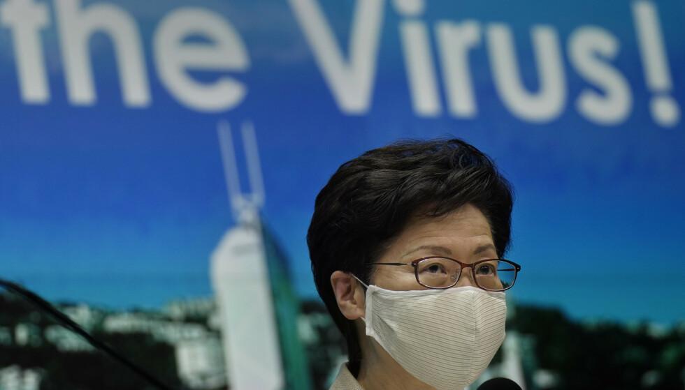 Carrie Lam sier covid-19-smitten i Hongkong er ute av kontroll. Foto: Vincent Yu / AP / NTB scanpix