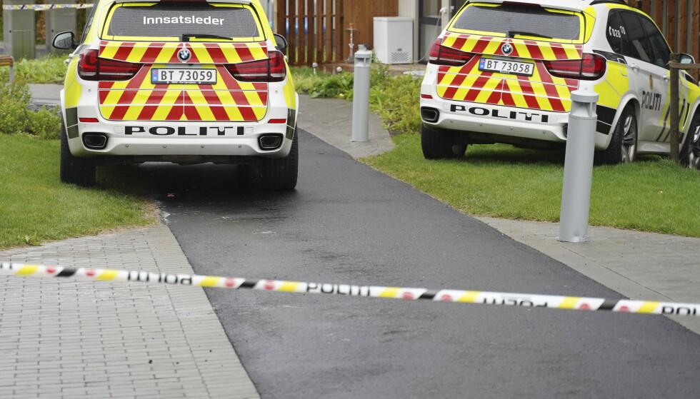 Øst politidistrikt melder at to barn er funnet døde på en privat adresse i Lørenskog. Moren ble funnet kritisk skadd på samme sted. Beboere i området blir bedt om å holde seg inne. Foto: Fredrik Hagen / NTB scanpix
